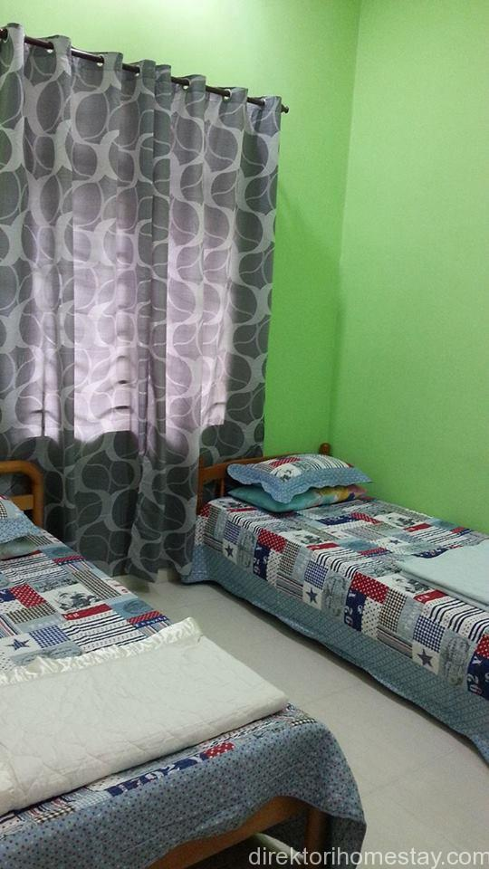 2 KATIL SINGLE KIPAS SILING WARDROBE CERMIN